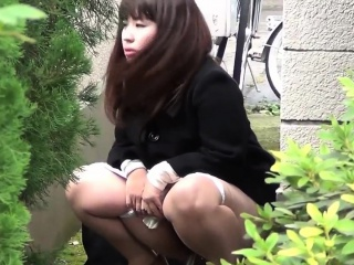 Weird asian babes peeing