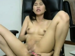 Perfect Shaved Asian Camshow Ends With Squirt