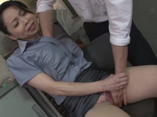 Mature teacher in pantyhose fingering creampie in office