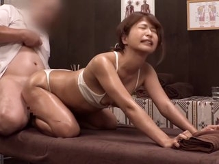 In The Name Of Massage He Enjoys Her Gorgerous Body. 神级身材美女性感按摩